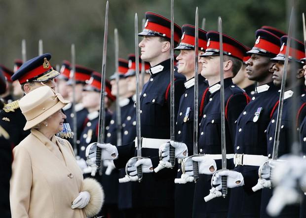 Nhìn lại loạt khoảnh khắc khó quên của Hoàng tử Harry thời còn là đứa cháu cưng của gia tộc và là niềm tự hào của Nữ hoàng Anh - Ảnh 12.