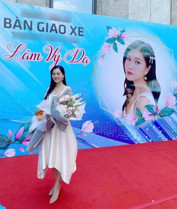 Lâm Vỹ Dạ thông báo chính thức nhập hội nữ chủ tịch Vbiz, tự thưởng liền tay xế hộp hơn 1 tỷ đồng - Ảnh 3.