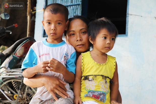 Cha bỗng hóa điên, 3 đứa trẻ đói ăn đi bắt ốc, xúc tép ngoài mương về phụ mẹ chạy lo cơm ngày 3 bữa - Ảnh 7.
