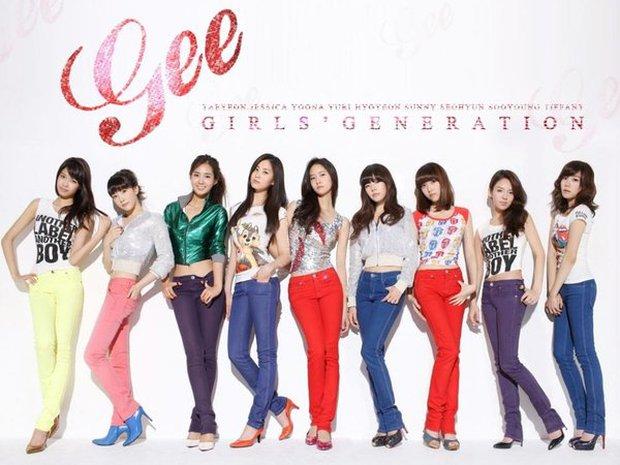 Netizen tranh cãi khi hình ảnh của Jessica thời hoạt động cùng SNSD bị che trên sóng truyền hình - Ảnh 1.