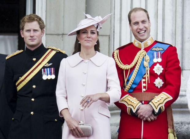 Nhìn lại loạt khoảnh khắc khó quên của Hoàng tử Harry thời còn là đứa cháu cưng của gia tộc và là niềm tự hào của Nữ hoàng Anh - Ảnh 17.