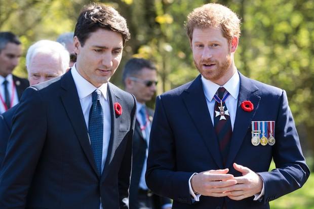 Nhìn lại loạt khoảnh khắc khó quên của Hoàng tử Harry thời còn là đứa cháu cưng của gia tộc và là niềm tự hào của Nữ hoàng Anh - Ảnh 19.