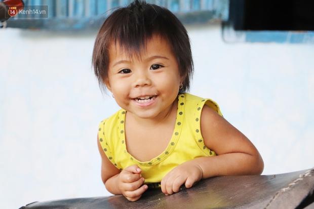 Cha bỗng hóa điên, 3 đứa trẻ đói ăn đi bắt ốc, xúc tép ngoài mương về phụ mẹ chạy lo cơm ngày 3 bữa - Ảnh 12.