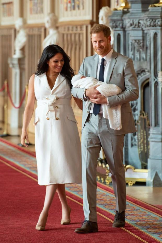 Nhìn lại loạt khoảnh khắc khó quên của Hoàng tử Harry thời còn là đứa cháu cưng của gia tộc và là niềm tự hào của Nữ hoàng Anh - Ảnh 24.