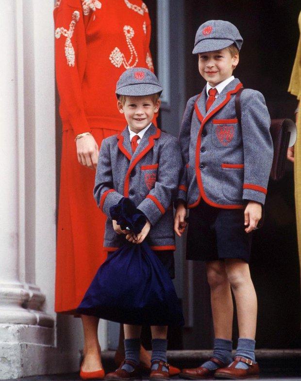 Nhìn lại loạt khoảnh khắc khó quên của Hoàng tử Harry thời còn là đứa cháu cưng của gia tộc và là niềm tự hào của Nữ hoàng Anh - Ảnh 5.