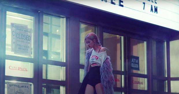 Rosé chỉ mang đúng 10 bộ outfit trong MV mới, không làm lại người chị Jennie trước đó rồi! - Ảnh 8.