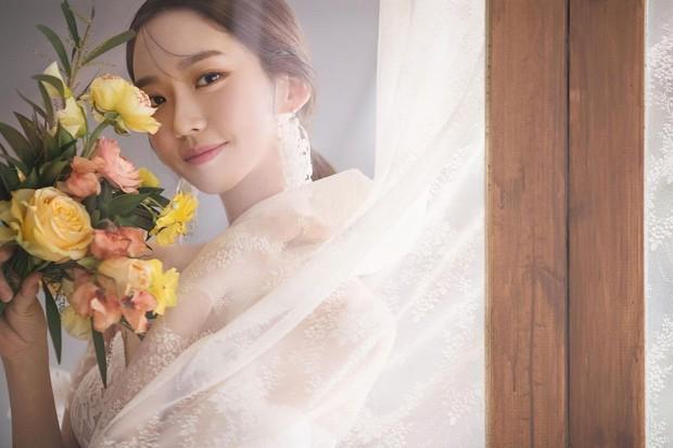 Sốc visual bộ ảnh rich kid xấc láo nhất Penthouse Han Ji Hyun hồi làm mẫu váy cưới: Xinh điên đảo, ở ngoài khác hẳn trên phim - Ảnh 7.