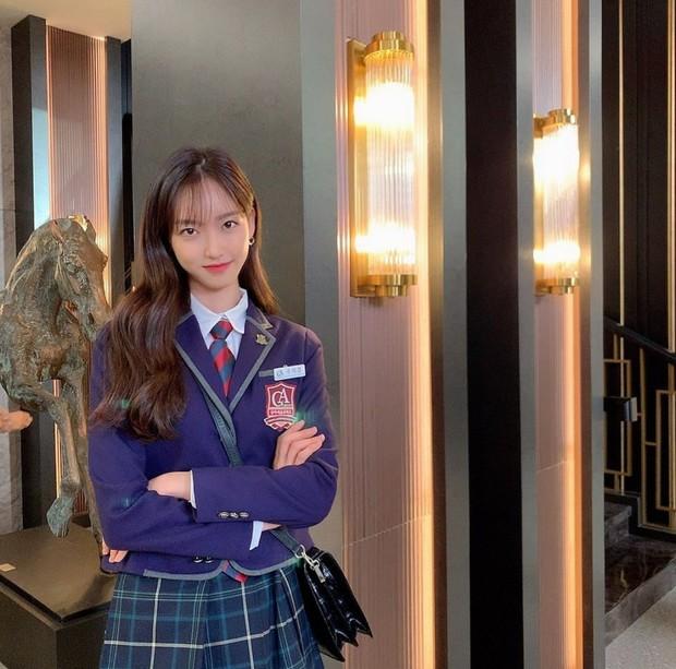 Sốc visual bộ ảnh rich kid xấc láo nhất Penthouse Han Ji Hyun hồi làm mẫu váy cưới: Xinh điên đảo, ở ngoài khác hẳn trên phim - Ảnh 13.