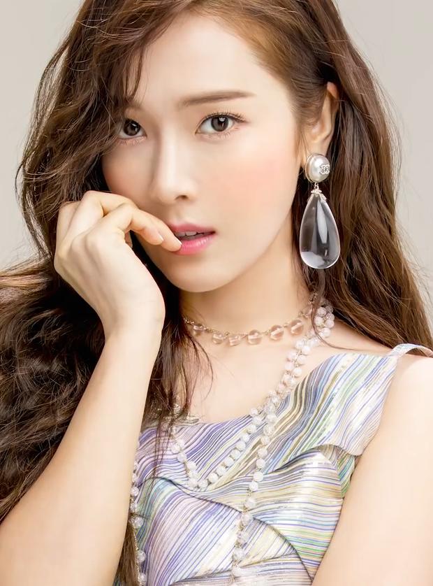 Netizen tranh cãi khi hình ảnh của Jessica thời hoạt động cùng SNSD bị che trên sóng truyền hình - Ảnh 7.