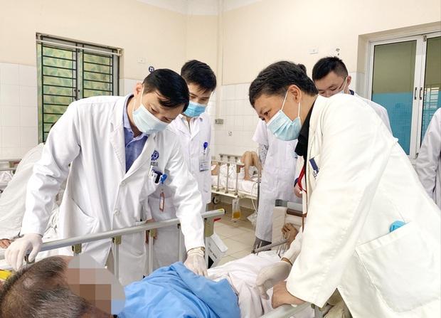 Châm cứu chữa đau cổ vai gáy, nam bệnh nhân nhiễm loại vi khuẩn nguy hiểm - Ảnh 2.
