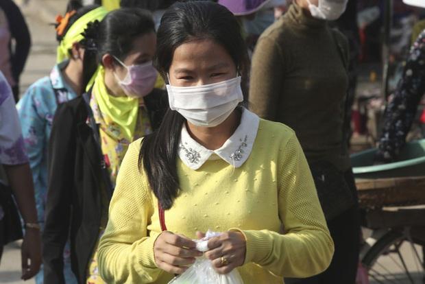 Hơn 118,9 triệu ca mắc COVID-19 trên thế giới, Campuchia ghi nhận trường hợp tử vong đầu tiên - Ảnh 1.