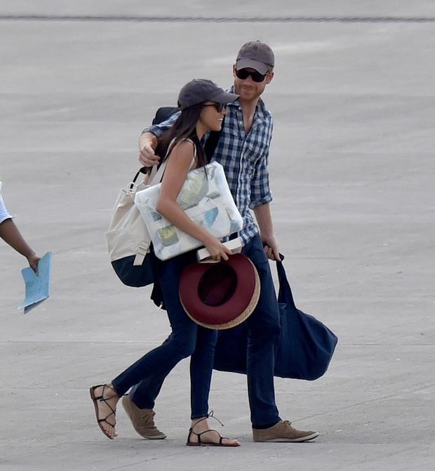 Báo Anh tung bằng chứng Meghan Markle đã nói dối trong việc tố cáo gia đình chồng giữ hộ chiếu đủ khiến cô phải câm nín - Ảnh 2.