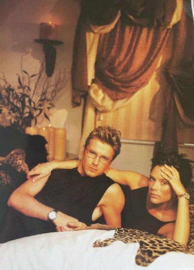 Mê mẩn bộ ảnh tay trong tay của vợ chồng David Beckham thời thập niên 90s, khớp lệnh từ visual, thần thái đến thời trang! - Ảnh 11.