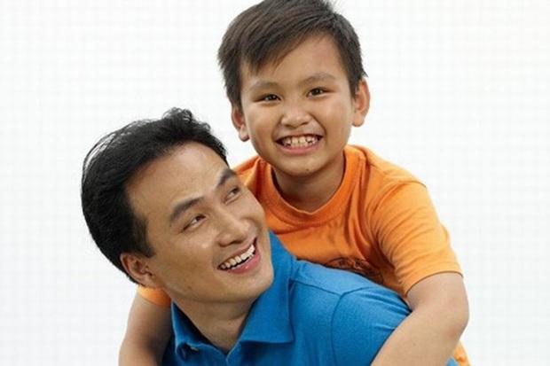 Con trai của Chi Bảo hồi nhỏ theo bố đi quay giờ lột xác như hot boy, tự đi du học - Ảnh 2.