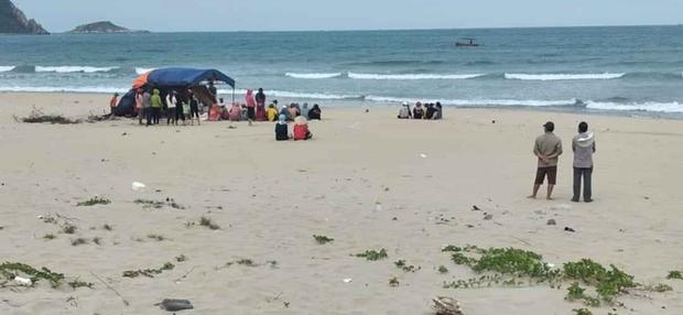 Phát hiện thi thể chưa rõ giới tính trôi dạt vào bờ biển Bình Định - Ảnh 1.