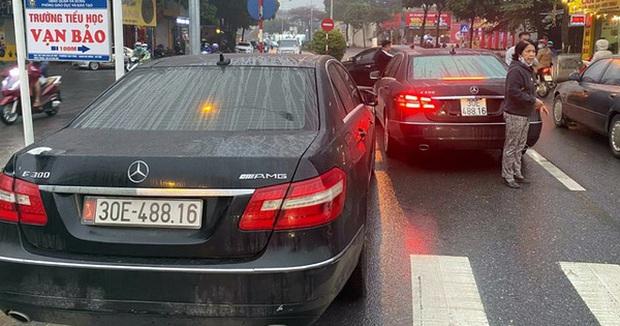 Vụ 2 ô tô Mercedes trùng biển số ở Hà Nội: Công an bàn giao chiếc xe biển thật cho chủ xe - Ảnh 1.