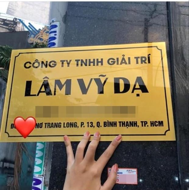 Lâm Vỹ Dạ thông báo chính thức nhập hội nữ chủ tịch Vbiz, tự thưởng liền tay xế hộp hơn 1 tỷ đồng - Ảnh 2.