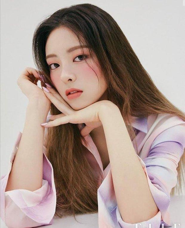 """Dàn búp bê sống của Kpop: Jisoo so kè ác liệt với nữ thần lai Nancy, """"thánh body"""" Gen Z và em út nhà JYP mắt to hiếm có - Ảnh 6."""