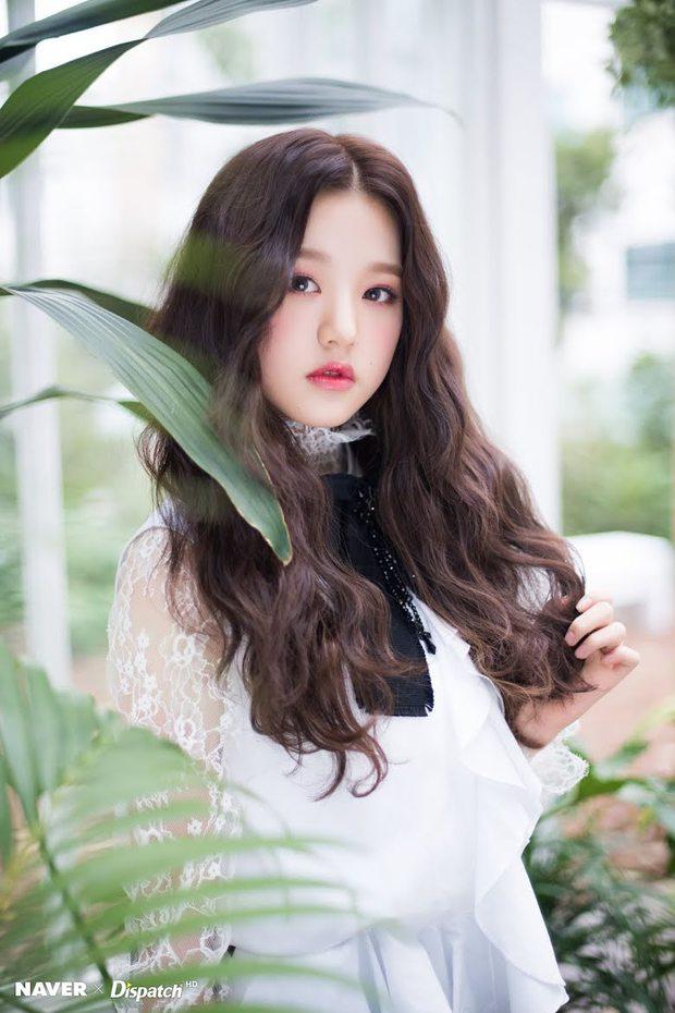 """Dàn búp bê sống của Kpop: Jisoo so kè ác liệt với nữ thần lai Nancy, """"thánh body"""" Gen Z và em út nhà JYP mắt to hiếm có - Ảnh 4."""