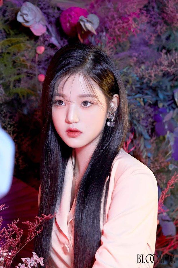 """Dàn búp bê sống của Kpop: Jisoo so kè ác liệt với nữ thần lai Nancy, """"thánh body"""" Gen Z và em út nhà JYP mắt to hiếm có - Ảnh 5."""