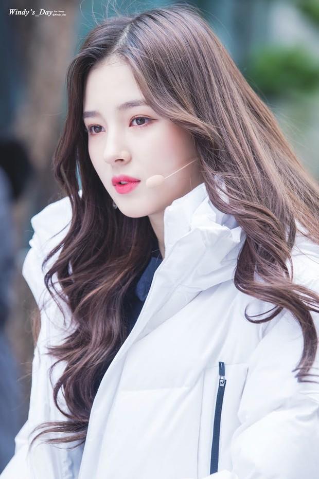 """Dàn búp bê sống của Kpop: Jisoo so kè ác liệt với nữ thần lai Nancy, """"thánh body"""" Gen Z và em út nhà JYP mắt to hiếm có - Ảnh 14."""