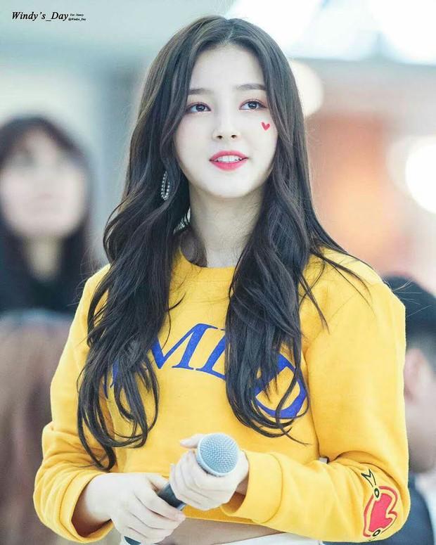 """Dàn búp bê sống của Kpop: Jisoo so kè ác liệt với nữ thần lai Nancy, """"thánh body"""" Gen Z và em út nhà JYP mắt to hiếm có - Ảnh 15."""