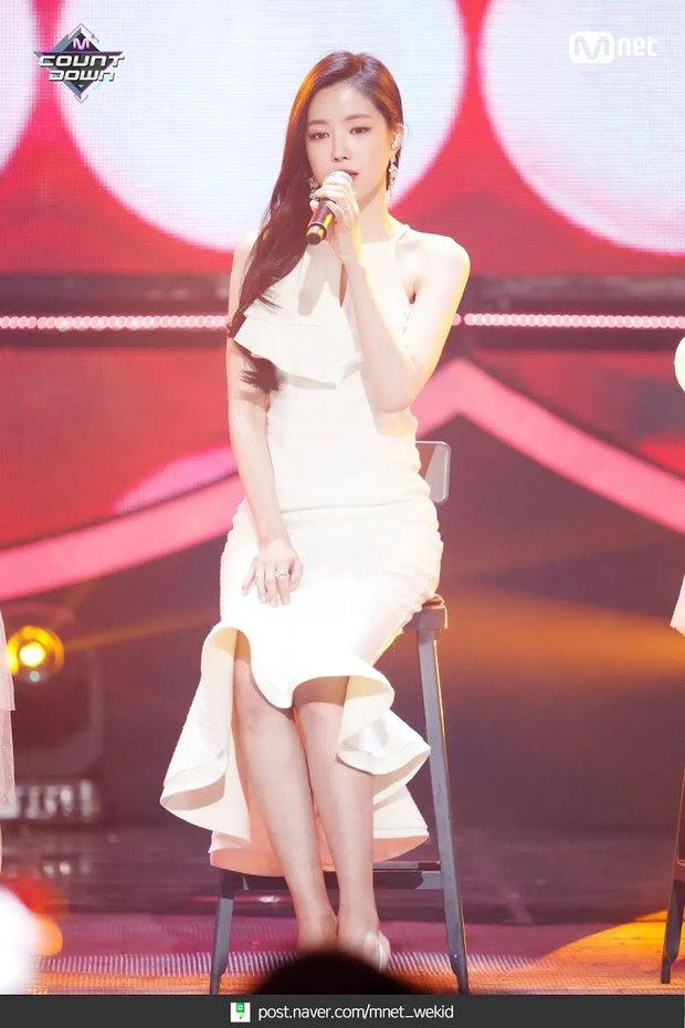 """Dàn búp bê sống của Kpop: Jisoo so kè ác liệt với nữ thần lai Nancy, """"thánh body"""" Gen Z và em út nhà JYP mắt to hiếm có - Ảnh 11."""