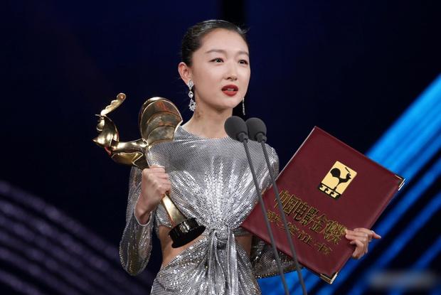 Châu Đông Vũ: Tam Kim Ảnh hậu chỉ biết EXO, không biết BTS và nghi án quy tắc ngầm với loạt đại gia khét tiếng - Ảnh 12.