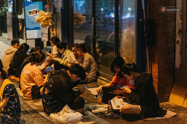 Chuyện lạ ở Sài Gòn: Khi quán xá sang chảnh cũng lép vế trước… hàng vỉa hè, nhìn 4 địa điểm dưới đây là hiểu rồi nghen! - Ảnh 11.