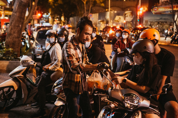 Chuyện lạ ở Sài Gòn: Khi quán xá sang chảnh cũng lép vế trước… hàng vỉa hè, nhìn 4 địa điểm dưới đây là hiểu rồi nghen! - Ảnh 15.