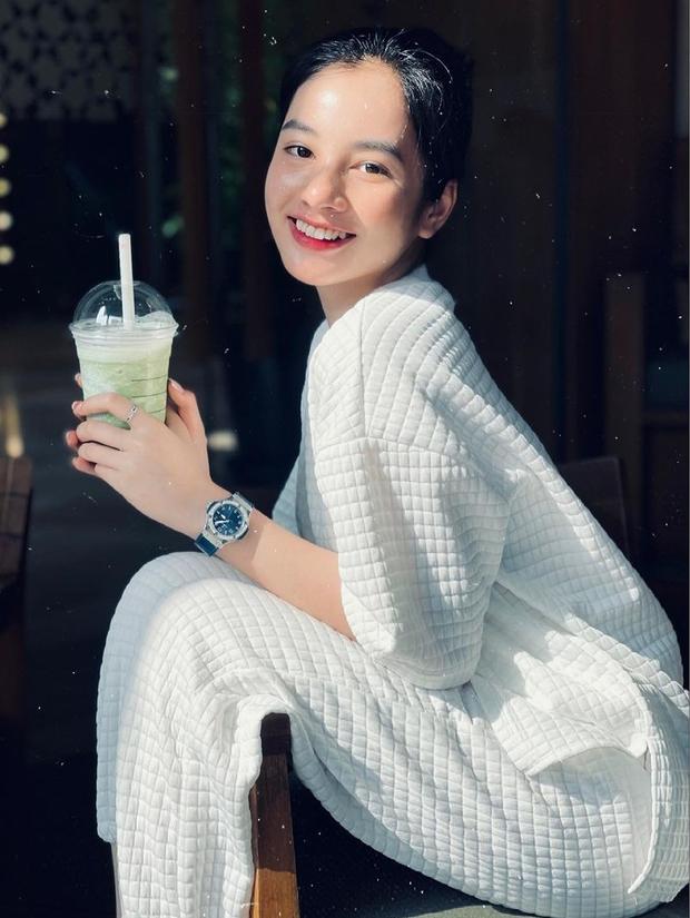 Gái xinh 2k2 An Giang đổi đời sau cuộc thi Hoa hậu Việt Nam, nhìn chiếc đồng hồ cương lấp lánh là biết! - Ảnh 3.