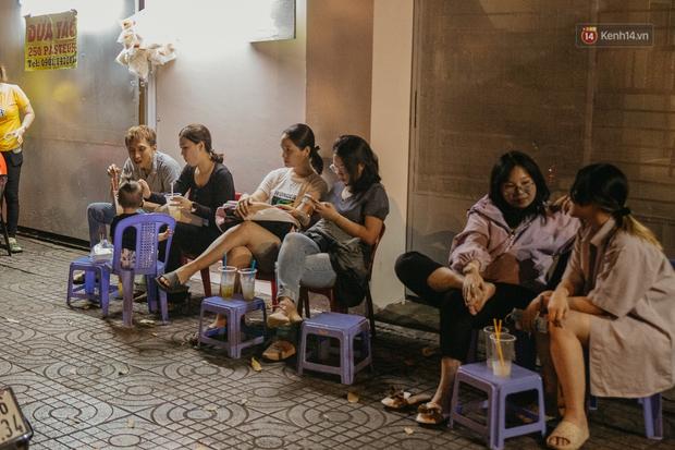 Chuyện lạ ở Sài Gòn: Khi quán xá sang chảnh cũng lép vế trước… hàng vỉa hè, nhìn 4 địa điểm dưới đây là hiểu rồi nghen! - Ảnh 19.