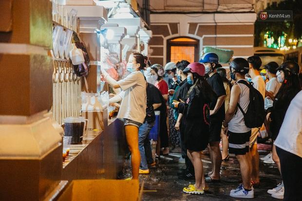 Chuyện lạ ở Sài Gòn: Khi quán xá sang chảnh cũng lép vế trước… hàng vỉa hè, nhìn 4 địa điểm dưới đây là hiểu rồi nghen! - Ảnh 2.