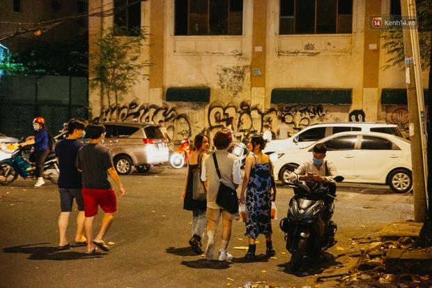 Chuyện lạ ở Sài Gòn: Khi quán xá sang chảnh cũng lép vế trước… hàng vỉa hè, nhìn 4 địa điểm dưới đây là hiểu rồi nghen! - Ảnh 6.