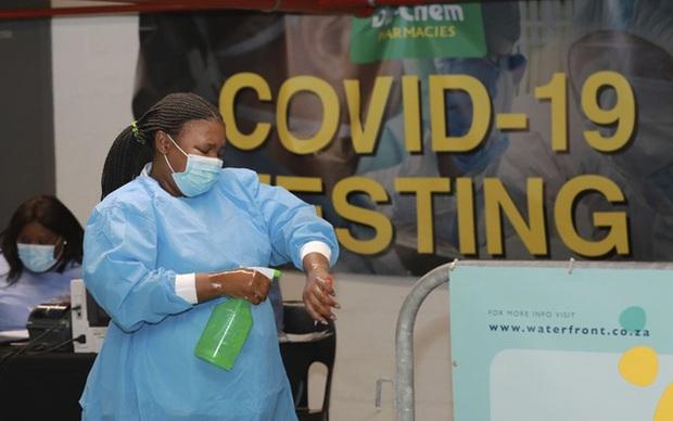 Thế giới có hơn 119,2 triệu ca nhiễm COVID-19, dịch bùng phát mạnh tại Campuchia - Ảnh 2.