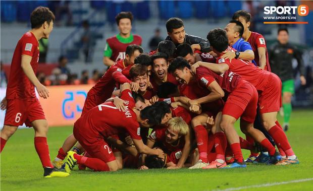 Vòng loại World Cup: Tuyển Việt Nam trở lại sân đấu ghi dấu lịch sử, nơi HLV Park Hang-seo khiến cả châu Á bất ngờ - Ảnh 1.
