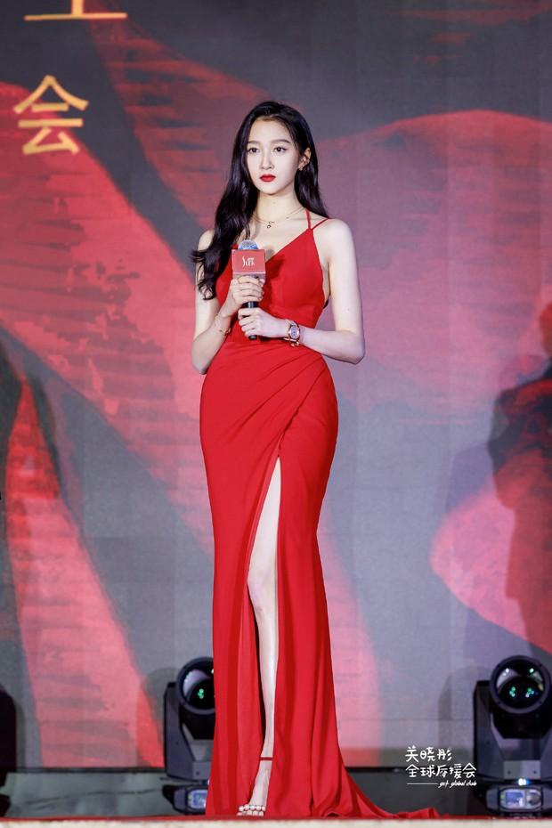 Màn lột xác mướt mượt của Quan Hiểu Đồng gây bão Weibo: Chấp luôn thánh body Dương Mịch, Luhan đúng là số hưởng - Ảnh 8.