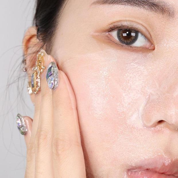 Cảnh báo mùa nồm: Bác sĩ khuyên nàng da dầu phải tránh tiệt 4 sản phẩm này kẻo da lúc nào cũng như chảo mỡ - Ảnh 3.