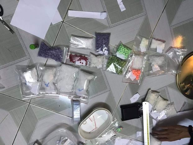 Clip: Trinh sát bắt quả tang thanh niên tàng trữ 3 kg ma túy đá, 690 viên thuốc lắc - Ảnh 4.