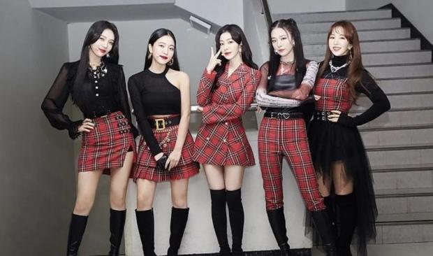 Tranh cãi top 30 girlgroup hot nhất xứ Hàn: Nhóm vô danh hồi sinh đấu tay đôi với BLACKPINK, IZ*ONE hot bất ngờ trước khi tan rã - Ảnh 8.