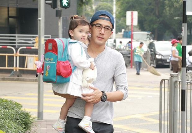 Sau khi bố mẹ ly hôn, con gái Dương Mịch nói 1 câu khiến Lưu Khải Uy bật khóc trên sóng truyền hình - Ảnh 4.