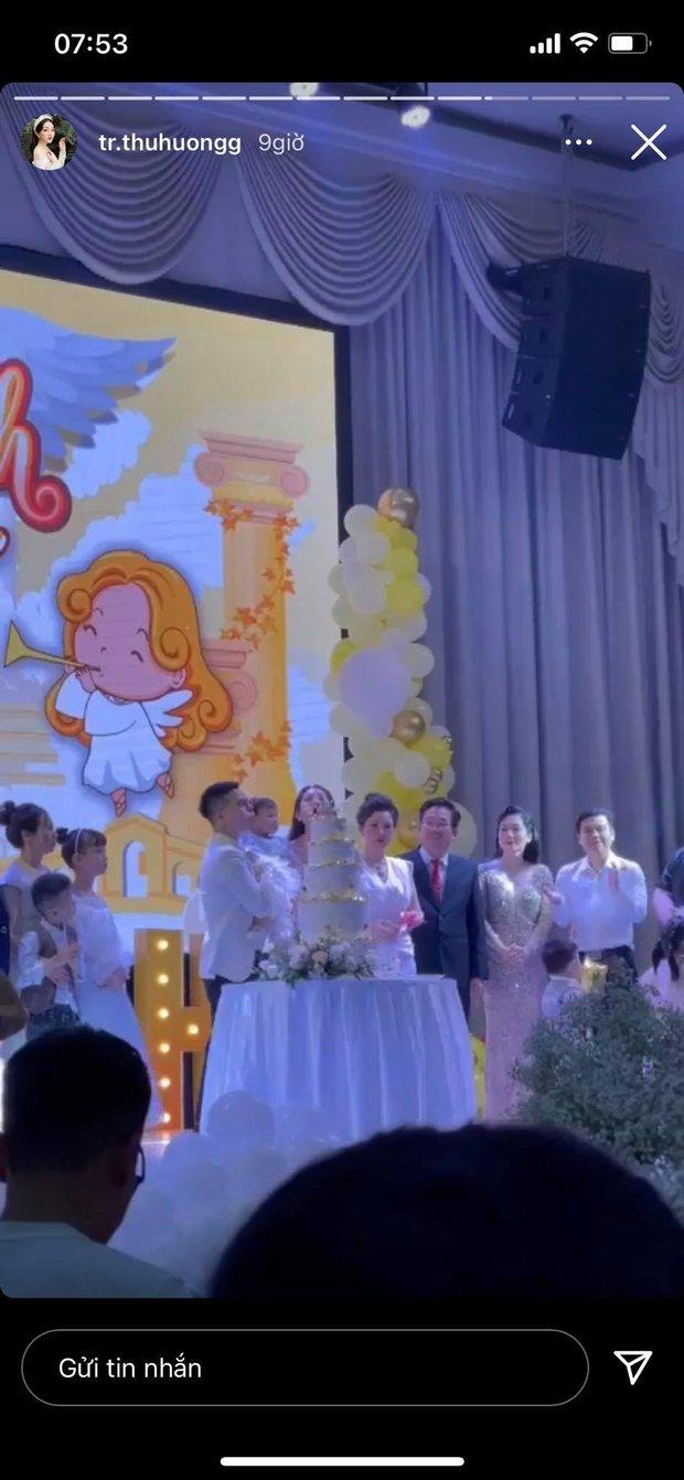 Cô dâu 200 cây vàng ở Nam Định tổ chức sinh nhật hoành tráng cho con gái nhưng nhan sắc đỉnh cao của bà ngoại mới đáng chú ý hơn cả - Ảnh 1.