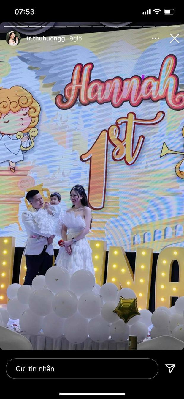 Cô dâu 200 cây vàng ở Nam Định tổ chức sinh nhật hoành tráng cho con gái nhưng nhan sắc đỉnh cao của bà ngoại mới đáng chú ý hơn cả - Ảnh 2.