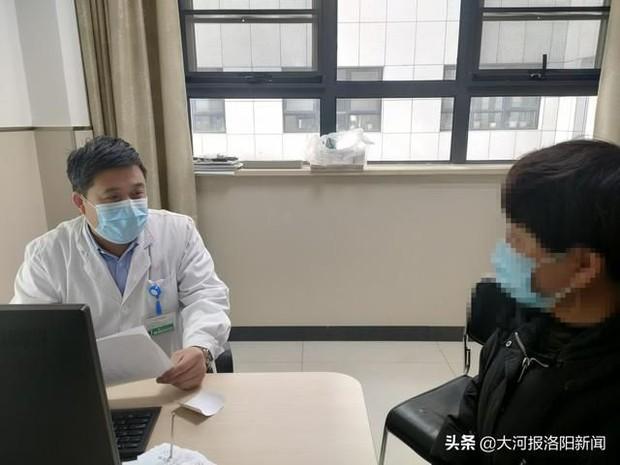 Ăn quá no, người đàn ông 68 tuổi bị vỡ thực quản hở 5cm, hở luôn cả khoang ngực - Ảnh 1.