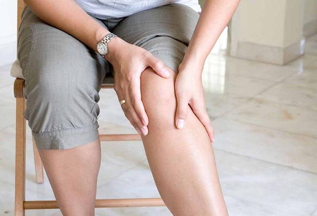 Con hay kêu đau chân, đến khi ngã nhẹ đã gãy xương mẹ mới biết con mắc bệnh nguy hiểm - Ảnh 2.