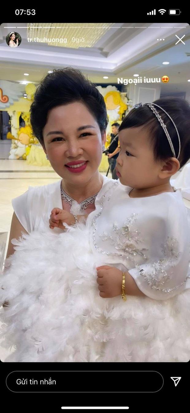 Cô dâu 200 cây vàng ở Nam Định tổ chức sinh nhật hoành tráng cho con gái nhưng nhan sắc đỉnh cao của bà ngoại mới đáng chú ý hơn cả - Ảnh 4.