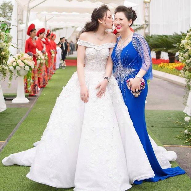 Cô dâu 200 cây vàng ở Nam Định tổ chức sinh nhật hoành tráng cho con gái nhưng nhan sắc đỉnh cao của bà ngoại mới đáng chú ý hơn cả - Ảnh 6.