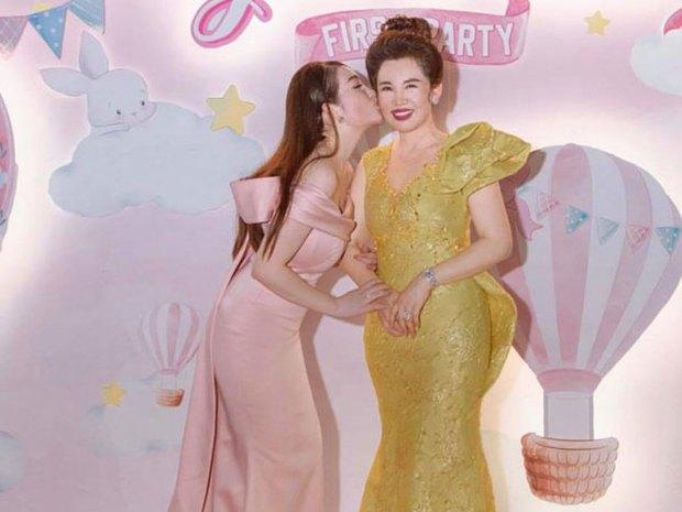 Cô dâu 200 cây vàng ở Nam Định tổ chức sinh nhật hoành tráng cho con gái nhưng nhan sắc đỉnh cao của bà ngoại mới đáng chú ý hơn cả - Ảnh 7.