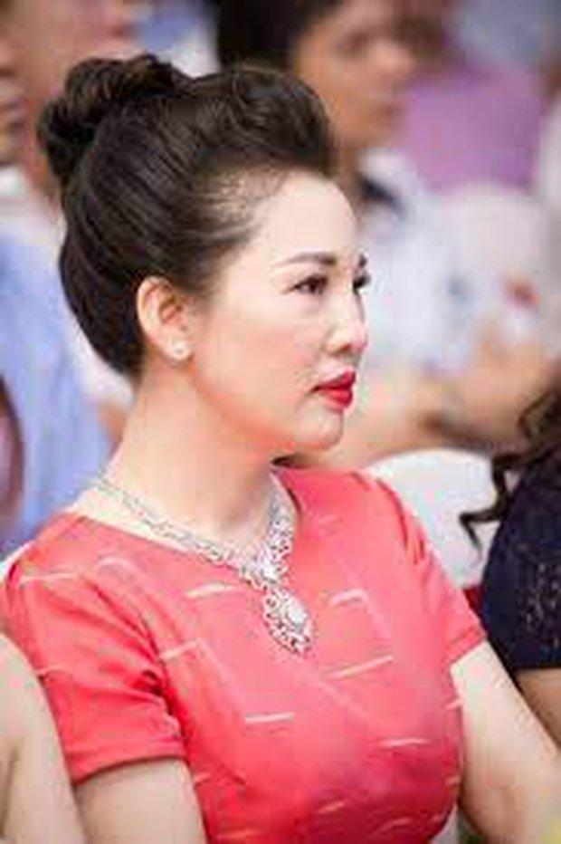 Cô dâu 200 cây vàng ở Nam Định tổ chức sinh nhật hoành tráng cho con gái nhưng nhan sắc đỉnh cao của bà ngoại mới đáng chú ý hơn cả - Ảnh 8.