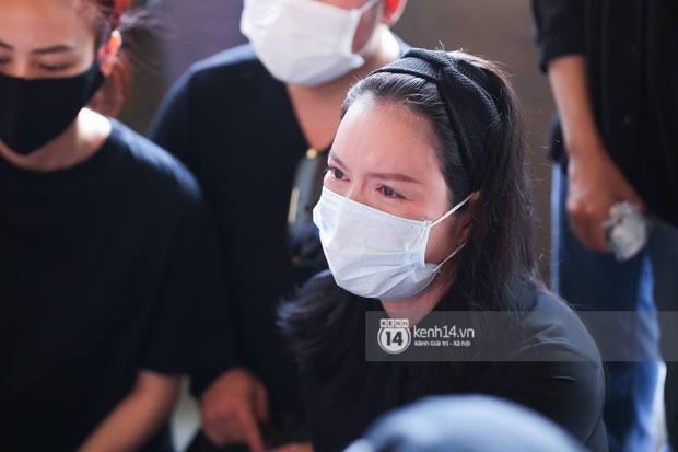 Lý Nhã Kỳ bật khóc nức nở khi mẹ của phù thuỷ trang điểm Minh Lộc nhận ra mình, chủ động xin chu cấp từ nay về sau - Ảnh 8.